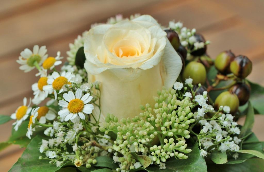 floral-arrangement-453709_1280